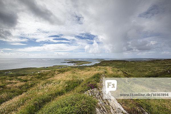 Irland  County Galway  Blick auf die Atlantikküste