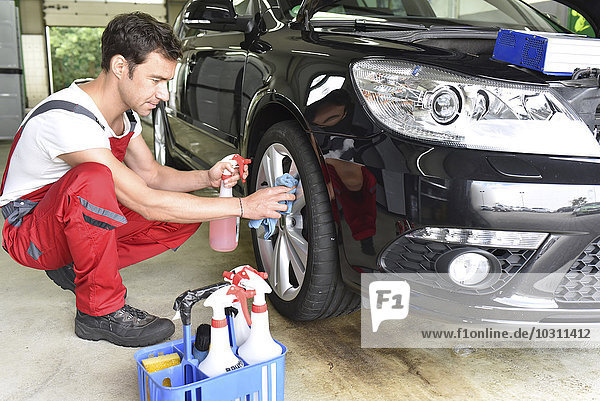 Autoreinigung  Mann-Reinigung Auto  Leichtmetallfelge