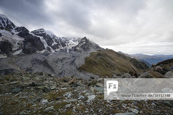 Italien  Südtirol  Blick auf die Ortler Alpen  Monte Zebru  Ortler in der Mitte
