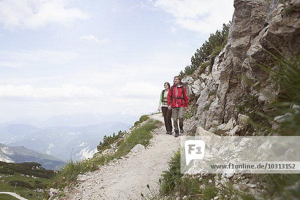 Deutschland  Bayern  Paarwandern am Osterfelderkopf