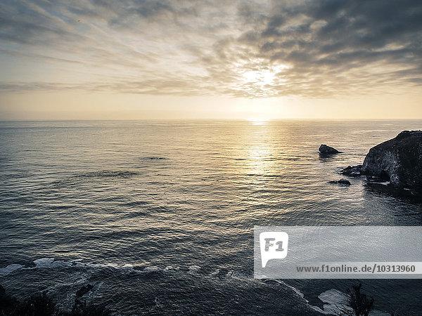 USA  Kalifornien  Pazifikküste  National Scenic Byway  Big Sur  Sonnenuntergang
