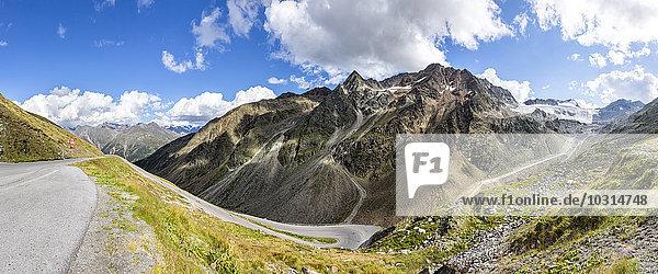 Österreich  Sölden  Blick auf Rettenbachgletscher und leere Ötztaler Gletscherstraße