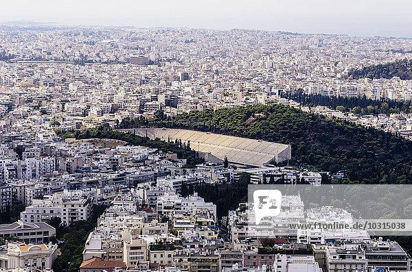 Griechenland  Athen  Stadtbild vom Berg Lycabettus mit Panathinaikos-Stadion