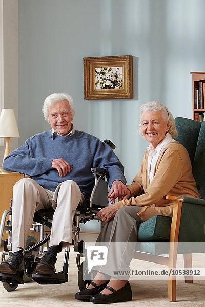 Seniorenpaar  Mann im Rollstuhl  Portrait