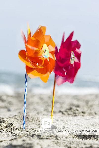 Windräder am Strand  nahe Rimini  Italien  Europa