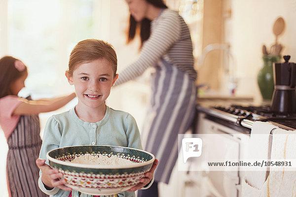 Portrait,lächeln,Küche,halten,backen,backend,backt,Mädchen,Mehl