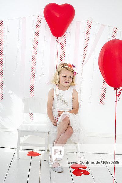 Pose Fotografie Luftballon Ballon umgeben rot Fotograf jung Studioaufnahme Mädchen