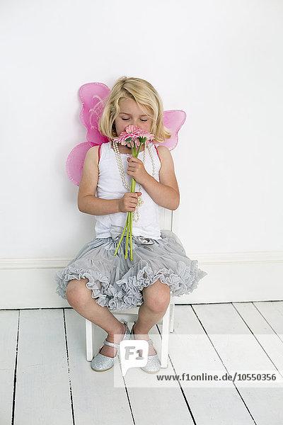 Pose Fotografie Blume Bündel halten Fotograf jung Studioaufnahme Mädchen