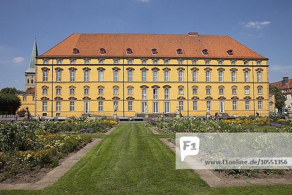 Schlossgarten mit Schloss und Universität  Osnabrück  Niedersachsen  Deutschland  Europa