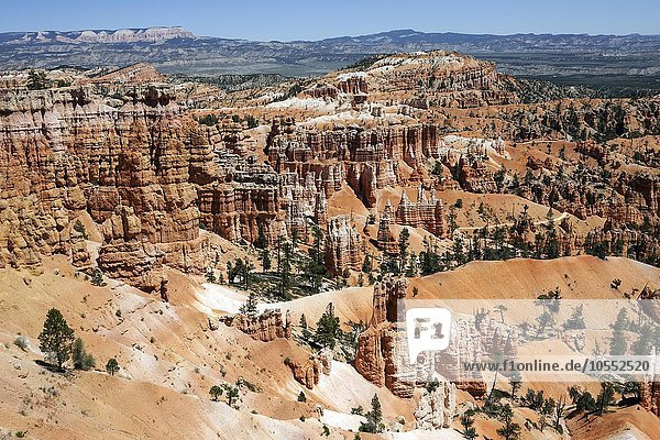 Ausblick am Sunset Point auf farbige Gesteinsformationen,  Hoodoos,  Bryce-Amphitheater,  Bryce-Canyon-Nationalpark,  Utah,  USA,  Nordamerika