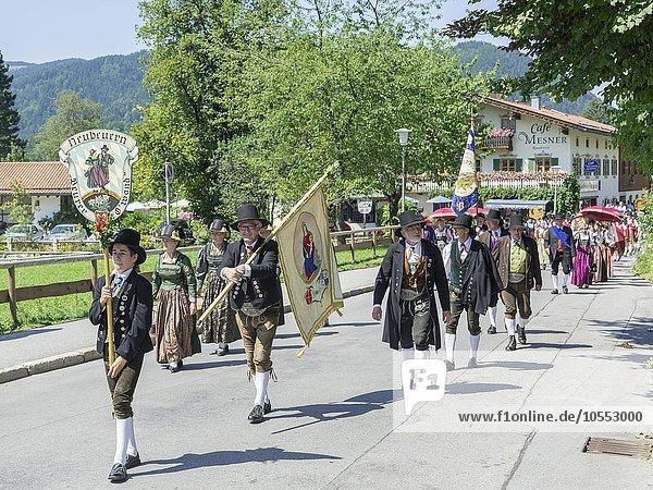 Brauchtumsumzug am Schlierseer Kirchtag durch den Ort,  Schliersee,  Bayern,  Deutschland,  Europa