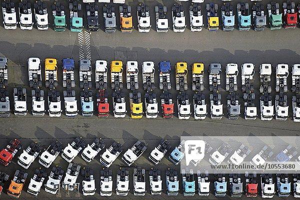 Parkplatz  Sattelschlepper zum Verkauf  Hamburg  Deutschland  Europa