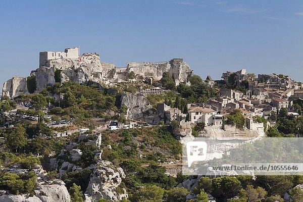 Bergdorf Les Baux-de-Provence mit Burgruine  Provence  Provence-Alpes-Cote d'Azur  Südfrankreich  Frankreich  Europa