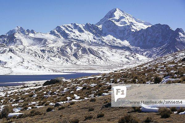 Gipfel des Huayna Potosi  6088m  mit Schnee  Anden nahe La Paz  Bolivien  Südamerika