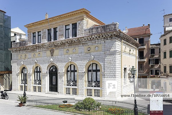 Rathausplatz mit Rathaus oder Dimarcheion  Altstadt Kerkyra  Korfu Stadt  Unesco Weltkulturerbe  Insel Korfu  Ionische Inseln  Griechenland  Europa