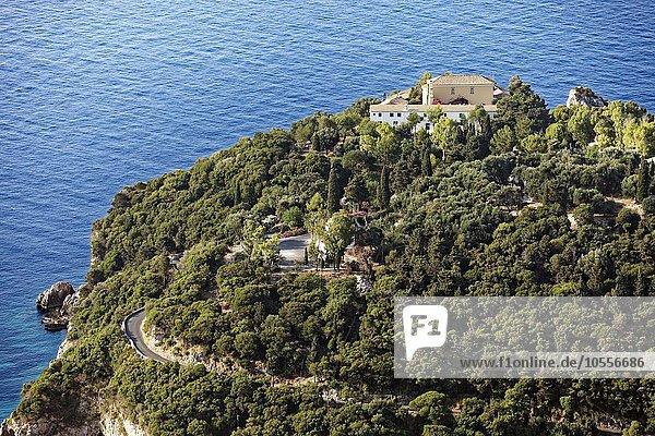 Klosterberg mit Kloster Panagia Theotókos tis Paleokastritsas  auch Panagia Theotokos  Paläokastritsa  Insel Korfu  Ionische Inseln  Griechenland  Europa