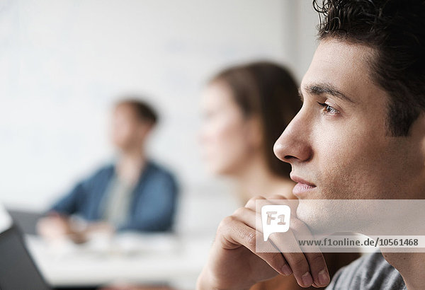 zuhören Close-up Klassenzimmer Student Hochschule