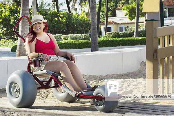 Behindertensport Frau Rollstuhl