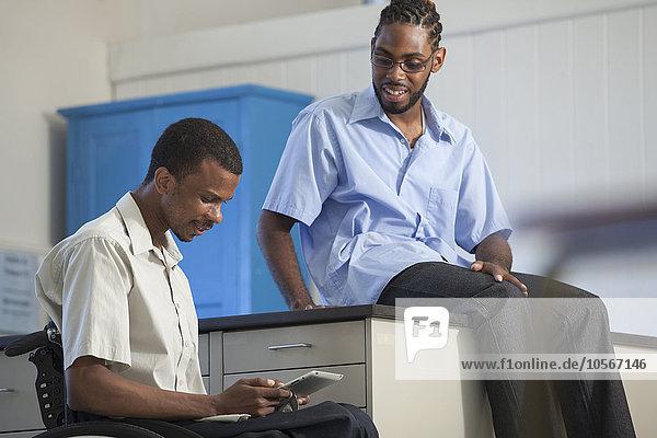 Behindertensport benutzen Student Schüler Tablet PC