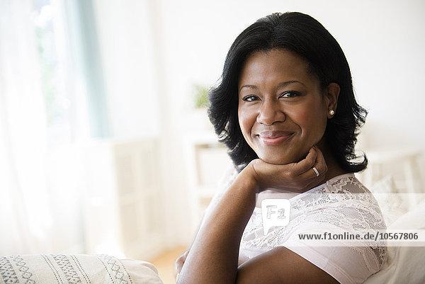 Frau lächeln schwarz