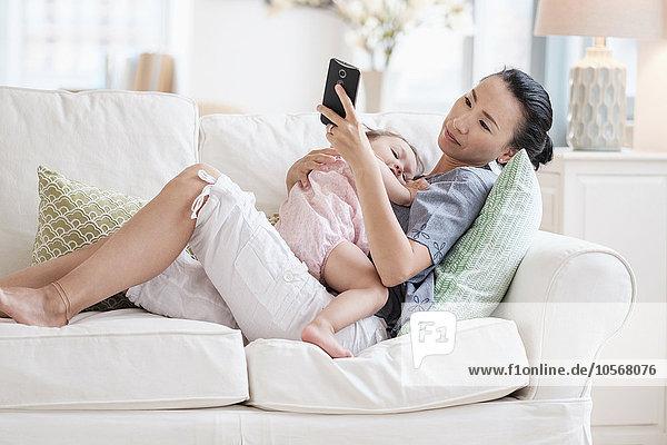 Handy benutzen Tochter Mutter - Mensch Baby