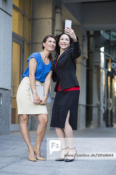 Außenaufnahme Europäer Geschäftsfrau nehmen freie Natur