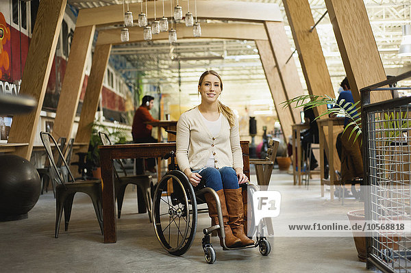 Behindertensport, sitzend, Frau, Cafe, Rollstuhl