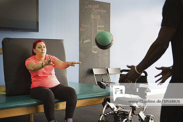 Frau Sport Medizinische Therapie Therapien Behinderung