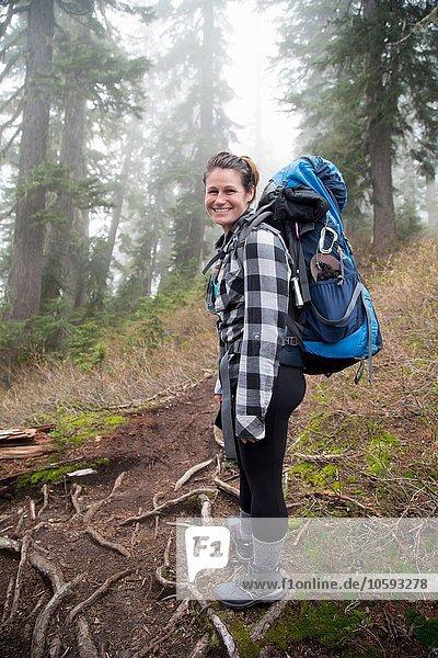 Wanderer im Wald  Lake Blanco  Washington  USA