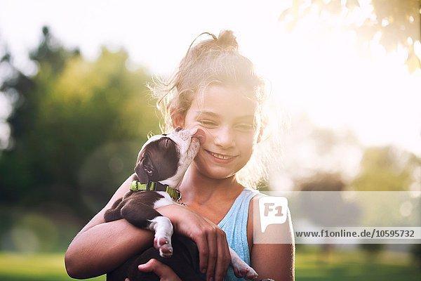 lächeln lecken Mädchen Terrier Welpe