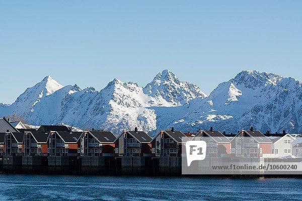 Reihenhäuser am Wasser  Svolvaer  Lofoten  Norwegen
