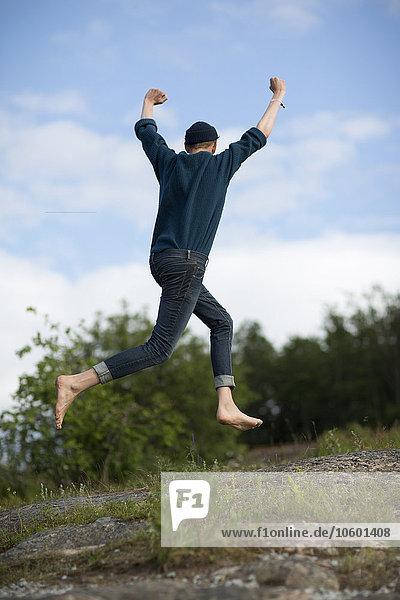 Jugendlicher Junge - Person springen