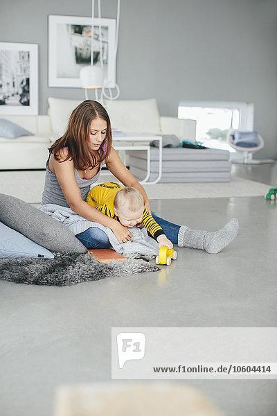 Sohn Zimmer Wohnzimmer Mutter - Mensch spielen