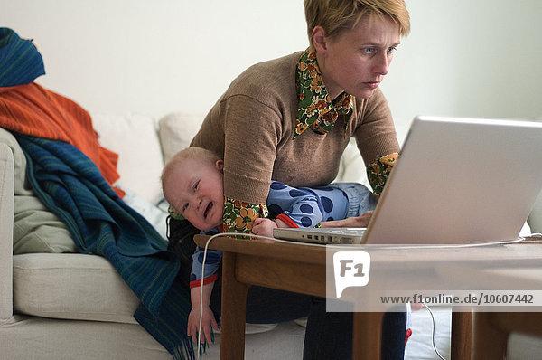 benutzen Notebook Mutter - Mensch