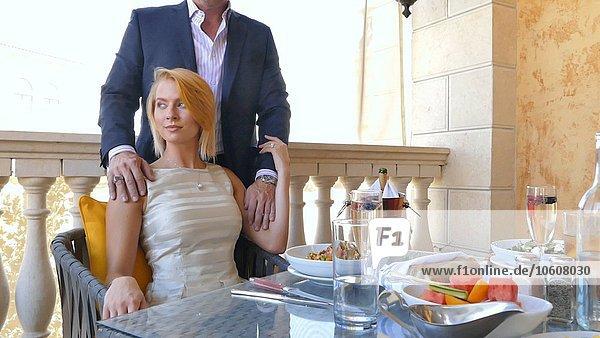 Portrait Zuneigung Restaurant Tisch