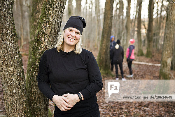 Frau lächeln Wald