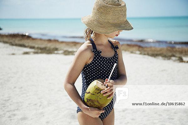 Getränk Strand Kokosnuss Mädchen