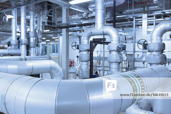 Rohrnetz in der Fabrik