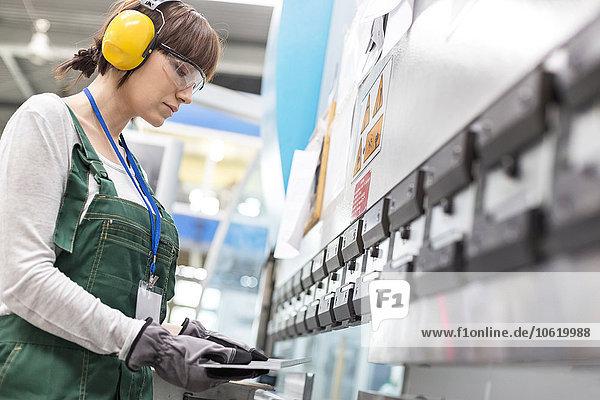 Arbeiterinnen in der Fabrik