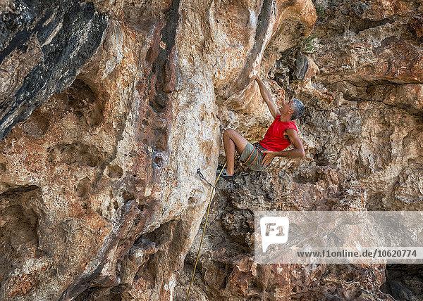 Malta  Ghar Lapsi  McCarthey's Cave  Kletterer