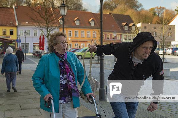 Taschendiebstahl Tasche von Seniorin