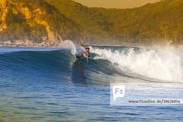 Indonesien  Lombok  Surfer