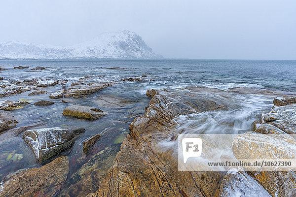 Norwegen  Lofoten  Hauckland Beach im Winter