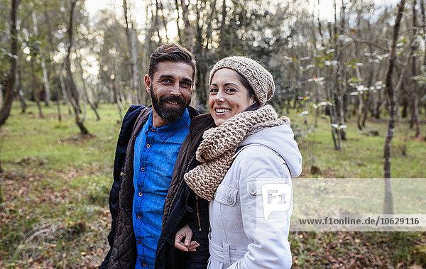Glückliches Paar im Wald Glückliches Paar im Wald