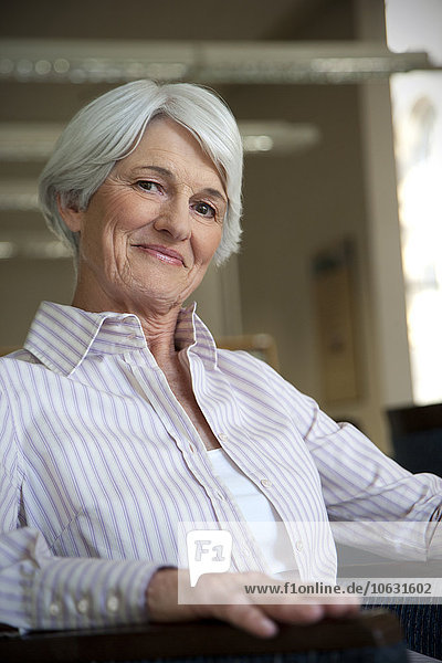 Porträt einer älteren Frau Porträt einer älteren Frau