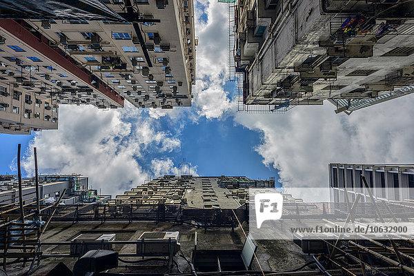 China  Hongkong  Fassaden der Chungking Mansions von unten gesehen