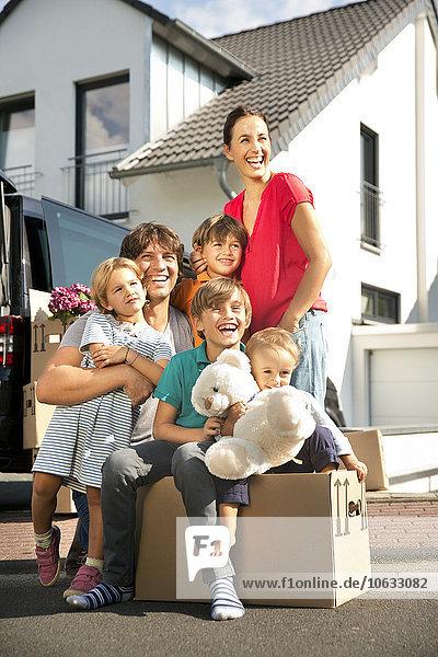 Glücklicher Familienumzug