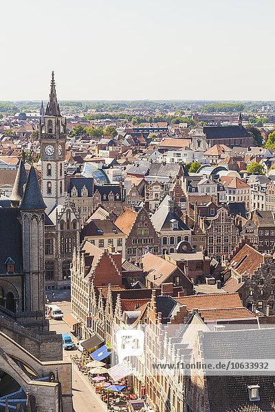 Belgien  Gent  Altstadt  Stadtbild mit Zunfthäusern und Glockenturm des alten Postamtes