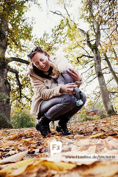 junge Frau junge Frauen Wald lecken junge Frau,junge Frauen,Wald,lecken