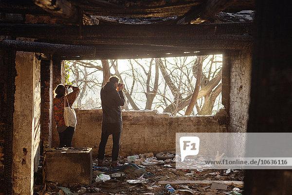 Gebäude fotografieren Rückansicht Ansicht verlassen Mann und Frau Gebäude,fotografieren,Rückansicht,Ansicht,verlassen,Mann und Frau